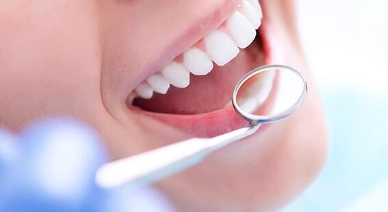 Профессиональная чистка зубов air flow
