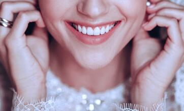 Акция! Всем невестам скидка 20% на отбеливание зубов и профессиональную гигиену полости рта
